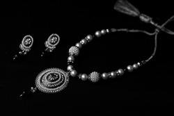 INDIAN JEWLS IN BLACK AND WHITE CLASSICAL JWELLS