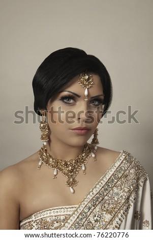indian women dress in yellow