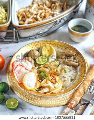 Indonesian Chicken Noodle Soup, Mie Sop Ayam Medan is a popular street food in Indonesia. It's basically chicken broth in aromatic spices. Served with noodles, glass noodles, shredded chicken, cracker Stock fotó ©