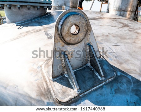 industrial anchoring system in welded metal, for lifting heavy loads with a bridge crane