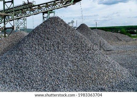 Industrial background - crusher (rock stone crushing machine) at open pit mining and processing plant for crushed stone, sand and gravel Stock foto ©