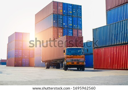 Industrial Container yard for Logistic Import Export business, Organizing stock to pack into containers Unload and loading products to and from container, trucks warehouse, logistic transportation Foto stock ©