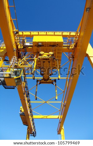 Industrial crane for flat containers in port