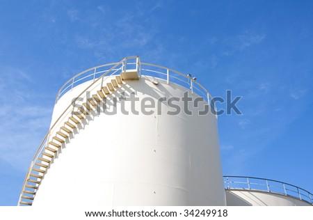 Industrial oil tank
