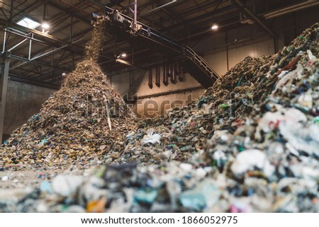 industrial waste processing plant solid waste collection of garbage for reprocessing and recycling Foto stock ©