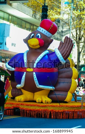 infalable thanksgiving turkey waving to crowd at a thanksgiving parade of charlotte nc