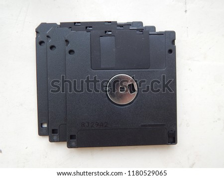 Information carriers for computer technology disks and floppy disks
