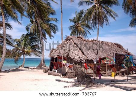 inheems bamboehuis met molas voor verkoop Panama 1011 - stock photo
