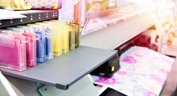 Ink level indicators for color industrial textile printer cartridges
