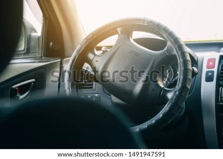 Innenraum eines Autos, Lenkirad und Armaturenbrett Stock foto ©