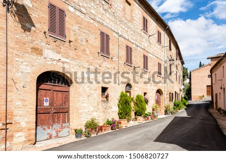 Insider tip Monterongriffoli, an idyllic little village with few houses located in a beautiful landscape