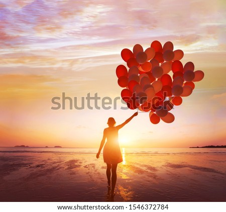 inspiration, dream and creativity, happy life, woman with many balloons at sunset Foto stock ©