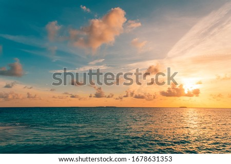 Inspirational calm sea with sunset sky. Meditation ocean and sky background. Colorful horizon over the water. Tranquil nature environment, seascape and sea water background Foto stock ©