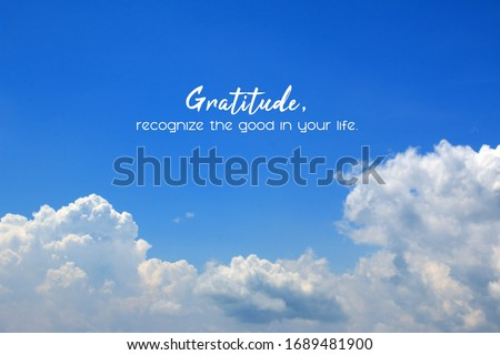 Inspirational quote - Gratitude, recognize the good in your life. On background of bright blue sky and white clouds. Gratefulness and thankfulness message on sky concept. Foto stock ©