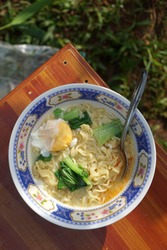 Instant noodles served with vegetables and chili