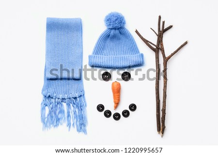 Instructions - how to make a snowman. A set of items for winter fun with snow. Nose of carrot, eyes of buttons, hands of branches