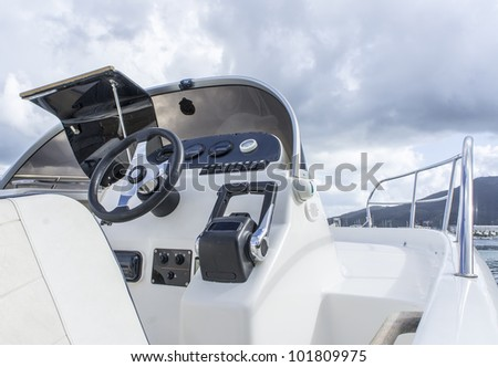 Instrument panel and steering wheel of a motor boat cockpit