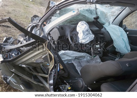 Interior car after terrifying deadly crash accident after a frontal collision. Twisted metal and destruction after a violent head-on collision between two cars on the road. Foto stock ©