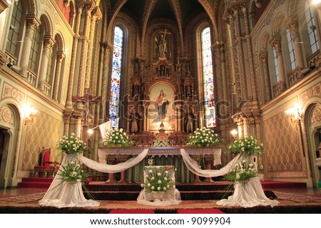 Wedding Church Decorations on Interior Of A Catholic Church  Beautifully Decorated For A Wedding