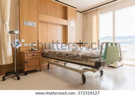 Interior of an empty hospital room.