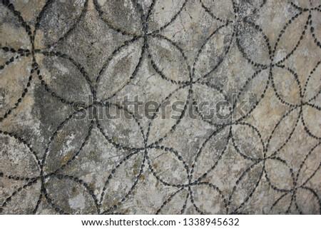 Interlocking Circles Pattern on Old Wall