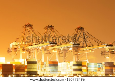International shipping port