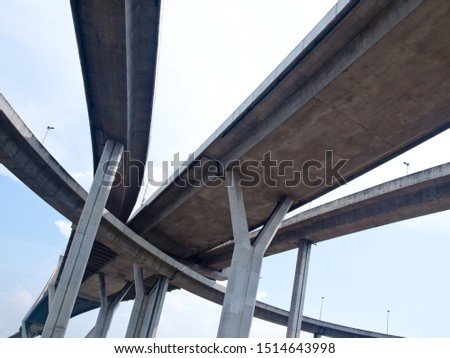 Intersection expressway with grade separation and sky