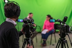 Interview recorded in a chroma with two cameras and one cameraman in frame