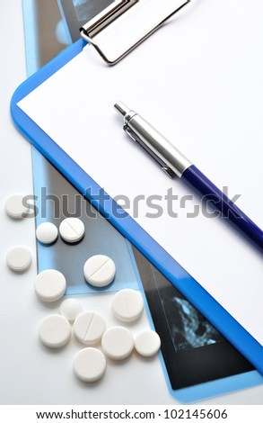Inventory of doctor (pen, Clipboard, pills). Medicine objects or bypass patients.