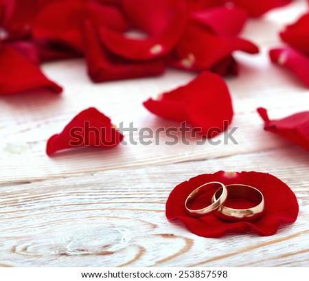 Free Photos Wedding Invitation Selective Focus Blurred Background