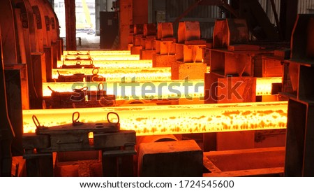 Iron foundry. Continuous casting machine. Production of steel billets. Foto stock ©