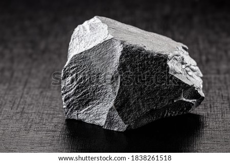 iron ore stones, on isolated black background, used in industry, iron ore for export and import. Foto d'archivio ©