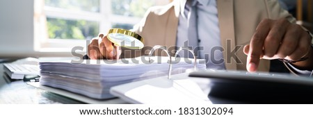 IRS Tax Audit. African Auditor Doing Debt Fraud Inspection Foto stock ©