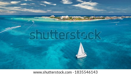 isla mujeres island near Cancun Mexico with sail boat Foto stock ©