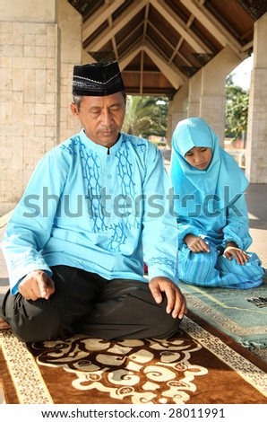 Islam Family Praying