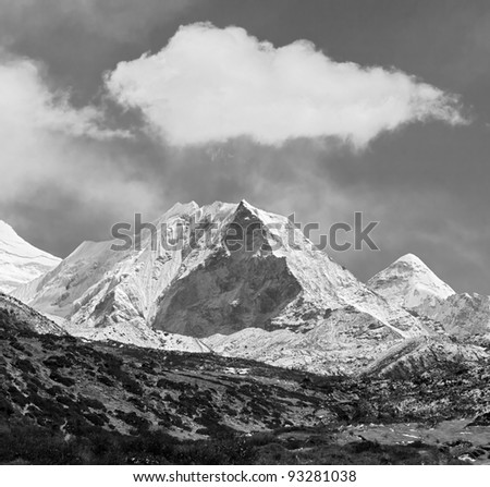 Island peak (6189 m) in district Mt. Everest (black and white) - Nepal, Himalayas