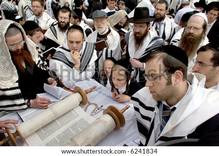 Israelites reading Thor in western wall.