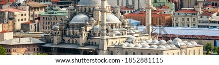 Istanbul, Turkey. Aerial view of Yeni Cami mosque and Galata bridge during the day in Istanbul, Turkey. Car, tram and people traffic Stok fotoğraf ©