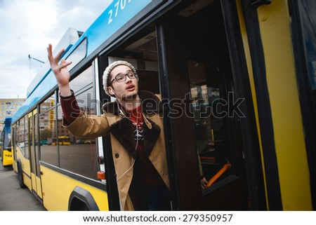 It helps to go on the bus. public transport. help. pulling arm