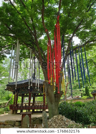 It is a shrine dedicated to the guardian deity of the village guardian deity. The name of this place is