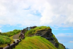 It is the scenery of the coast of Songaz Mountain in Jeju.