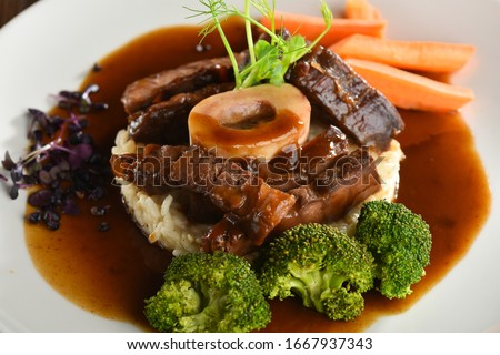 Italian dinner, Osso Bucco with vegetables Foto stock ©