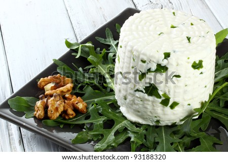 italian goat cheese with arugula and nuts