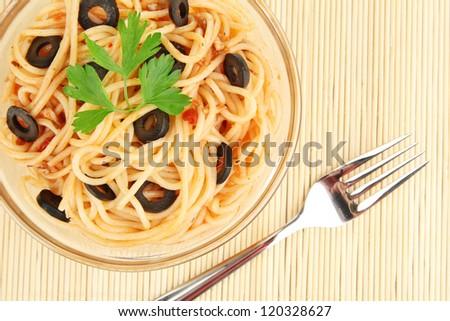 Italian spaghetti in plate on bamboo mat