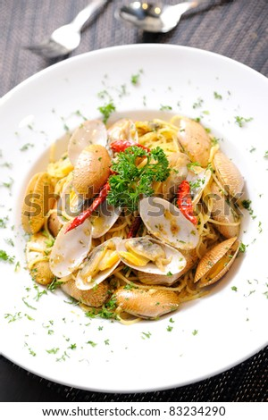 Italian spaghetti with mussels