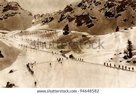 """Italian troops advancing on skis the Alpine front - photo devoted Carso Battlefield, 9-10/1916, from """"Great War"""" magazine, vol. 114, UK"""