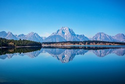 Jackson Lake is in Grand Teton National Park in northwestern Wyoming. This natural lake was enlarged by the construction of the Jackson Lake Dam, which was originally built in 1911, enlarged in 1916 .