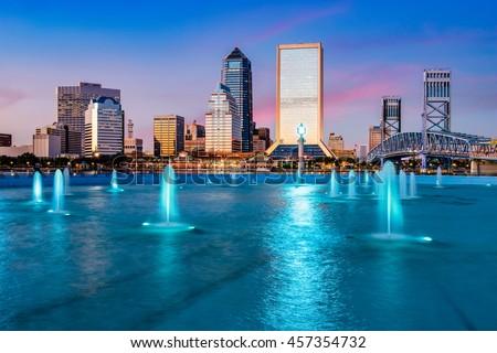 Jacksonville, Florida, USA city skyline at the fountain.