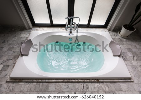 jacuzzi bath tub on marble floor with water Foto d'archivio ©