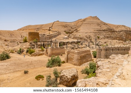 Jamshoro Rani Kot Fort Great Wall of Sindh Picturesque Breathtaking Panoramic View on a Sunny Blue Sky Day Zdjęcia stock ©